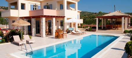 Elegant villa for sale in Greece